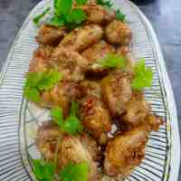 oven baked chicken wings with ginger and garlic dressing