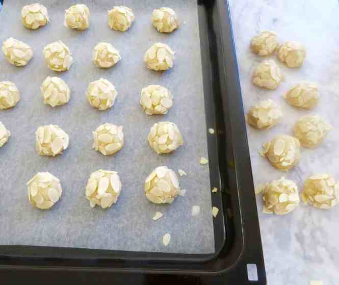 almond cookies gluten free ready to be baked on tin lined with baking paper