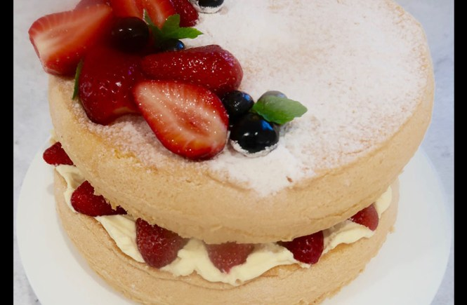 Vanilla Sponge Cake with Strawberries and Cream