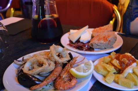 Assiettes de Tapas et Sangria, Barcelone