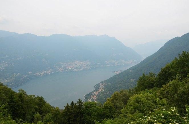 Vue sur un lac depuis Brunate, Italie