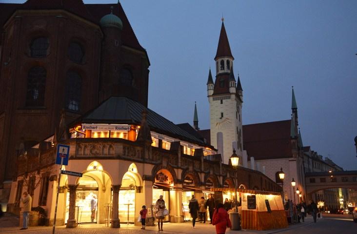 Au détour d'une rue de Munich de nuit