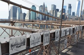 Artiste dessinateur sur le Pont de Brooklyn, New York