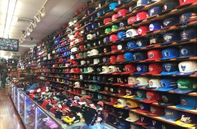Magasin de casquettes à Harlem, New York
