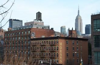 Vue sur l'Empire State Building depuis la High Line, New York