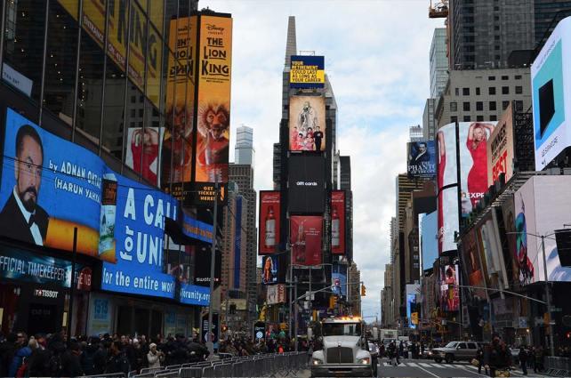 Vue sur les écrans de Time Square, New York