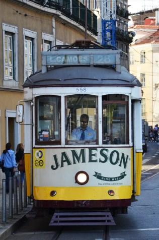 Le fameux tramway jaune de Lisbonne : le tram n°28