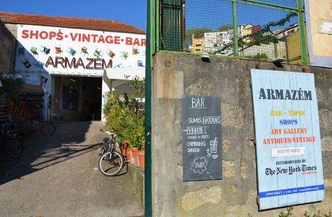 Entrée d'un bar vintage, Porto