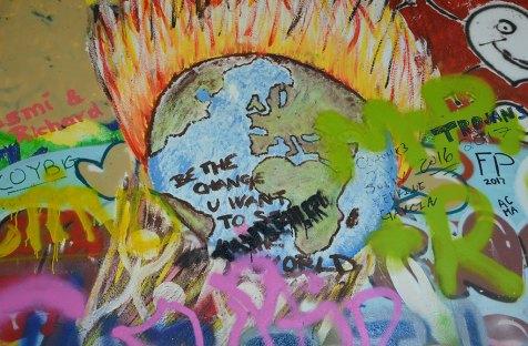 Dessin de la Terre sur le mur John Lenon, Prague