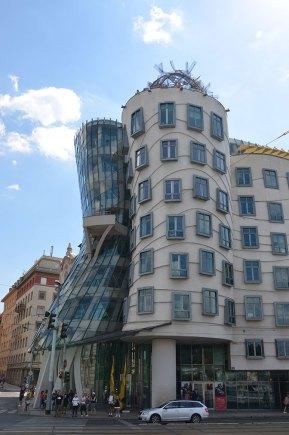 Façade de la maison dansante, Prague