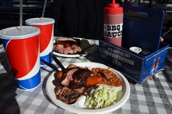 Assiettes de viandes de chez Big John's Texas Barbecue à Page, USA