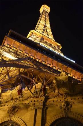 Au pied de la Tour Eiffel du Paris Las Vegas