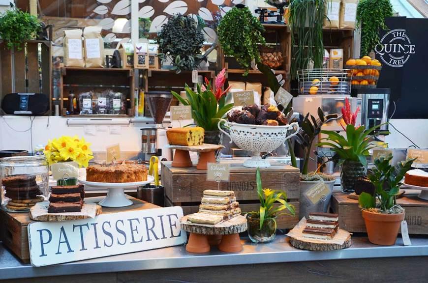 Buffet de pâtisseries du salon de thé Clifton Nurseries, Londres