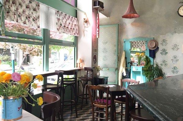 Intérieur du restaurant de notre dernier petit déjeuner à Athènes