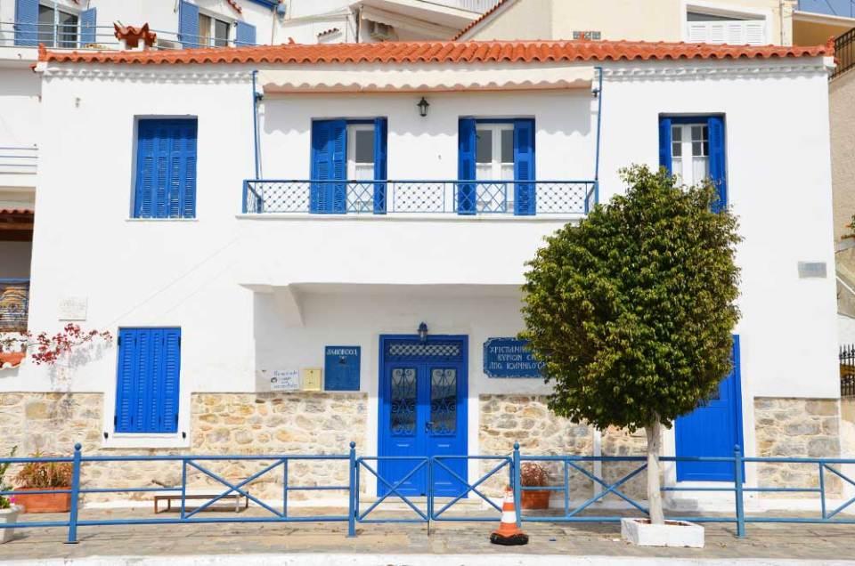 Maison colorée du village d'Hermione, Grèce