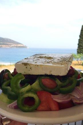 Salade grecque face à la mer, Kyparissi