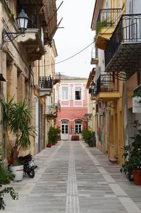 Rue aux maisons colorées de Nauplie, Grèce