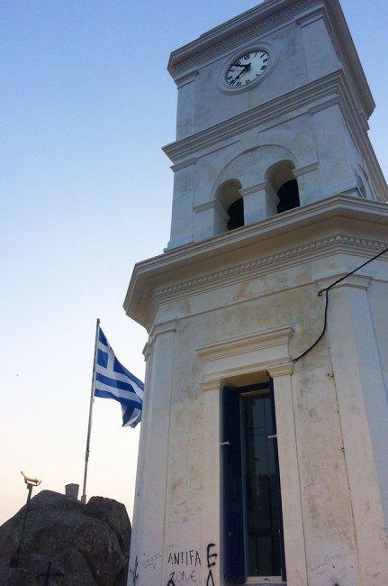 Coucher de soleil sur le clocher de Poros