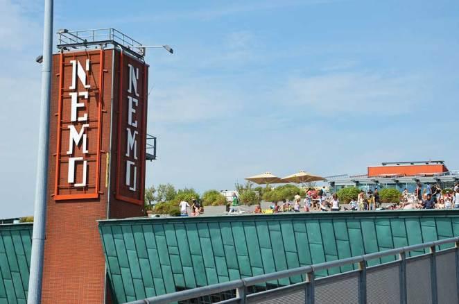 Façade du NEMO, musée scientifique d'Amsterdam