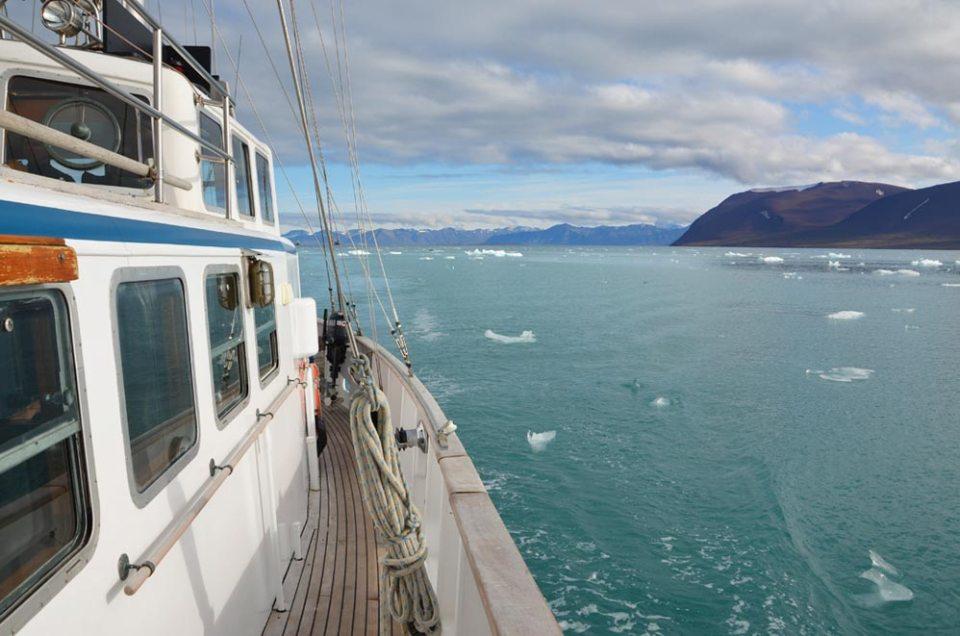 Vue sur la baie depuis l'Aztec Lady, Svalbard
