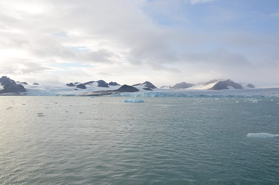 Vue sur le plus grand glacier du Svalbard mesurant 7 km.