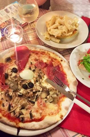 Diner dans une trattoria, quartier Trastevere, Rome
