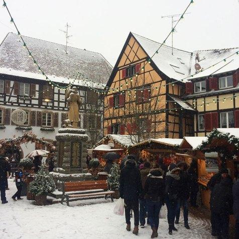 Les petits chalets du marché de noël d'Eguisheim, Alsace