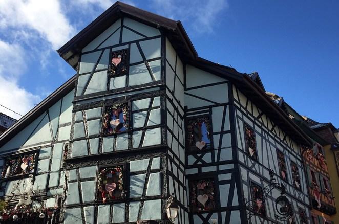Jolie maison à colombages colorées Riquevihr, Alsace