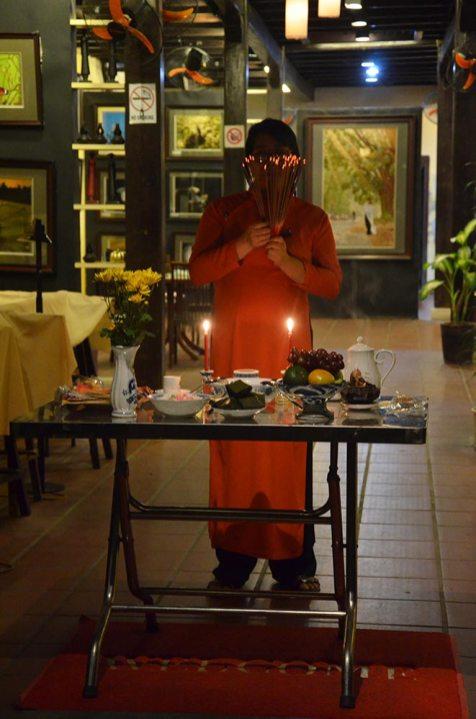 Cérémonie avec offrandes, Hoi An, Vietnam