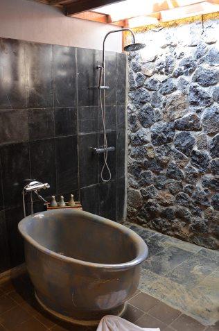 Salle de bain du Bungalow du Tam Coc Garden, Baie d'Along terrestre, Vietnam
