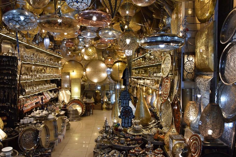 Vue sur l'intérieur d'un magasin Souk à Marrakech