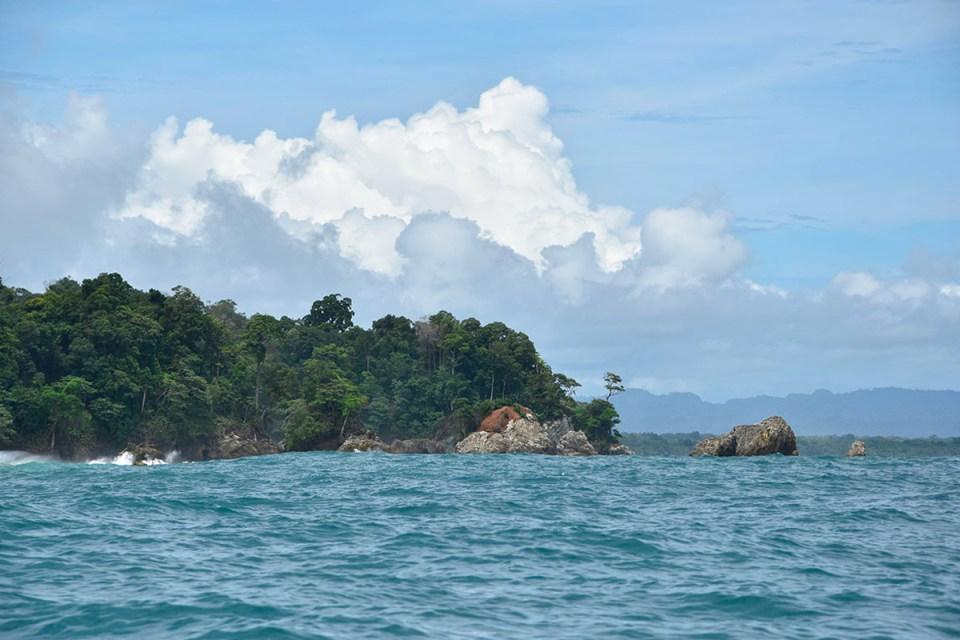Vue sur le parc Corcovado depuis le bateau, Costa Rica