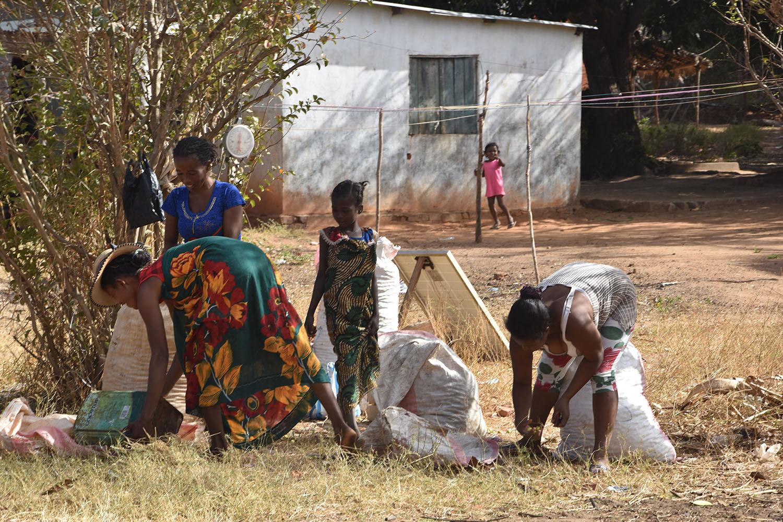 Habitants du village de brousse, Madagascar