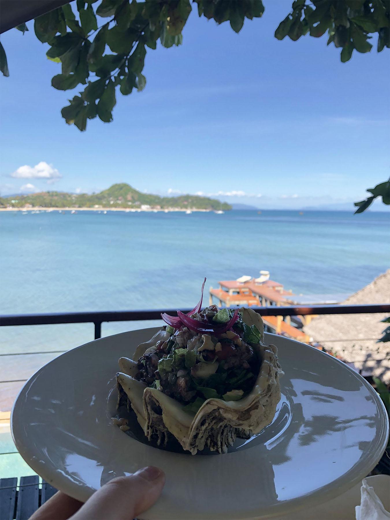Entrée au restaurant de l'Heure Bleue, Madagascar