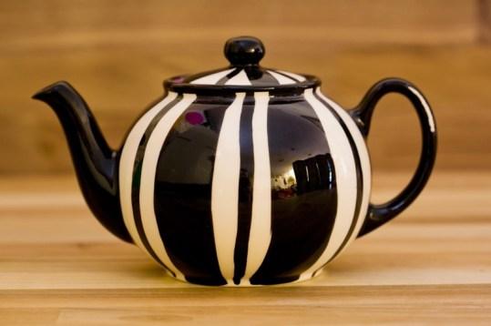 Black and White medium teapot in Broad Stripe