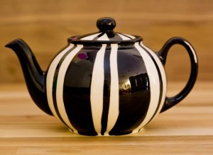 Black and White medium teapot in Broad Stripe
