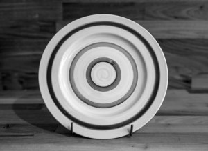 Black and White 11″ dinner plate in Broad Stripe