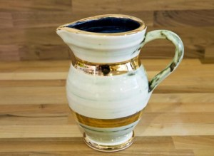 Lustre Horizontal small jug in No.09