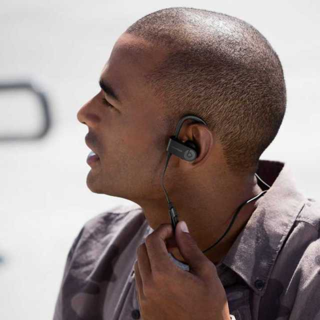 Man wearing Powerbeats3