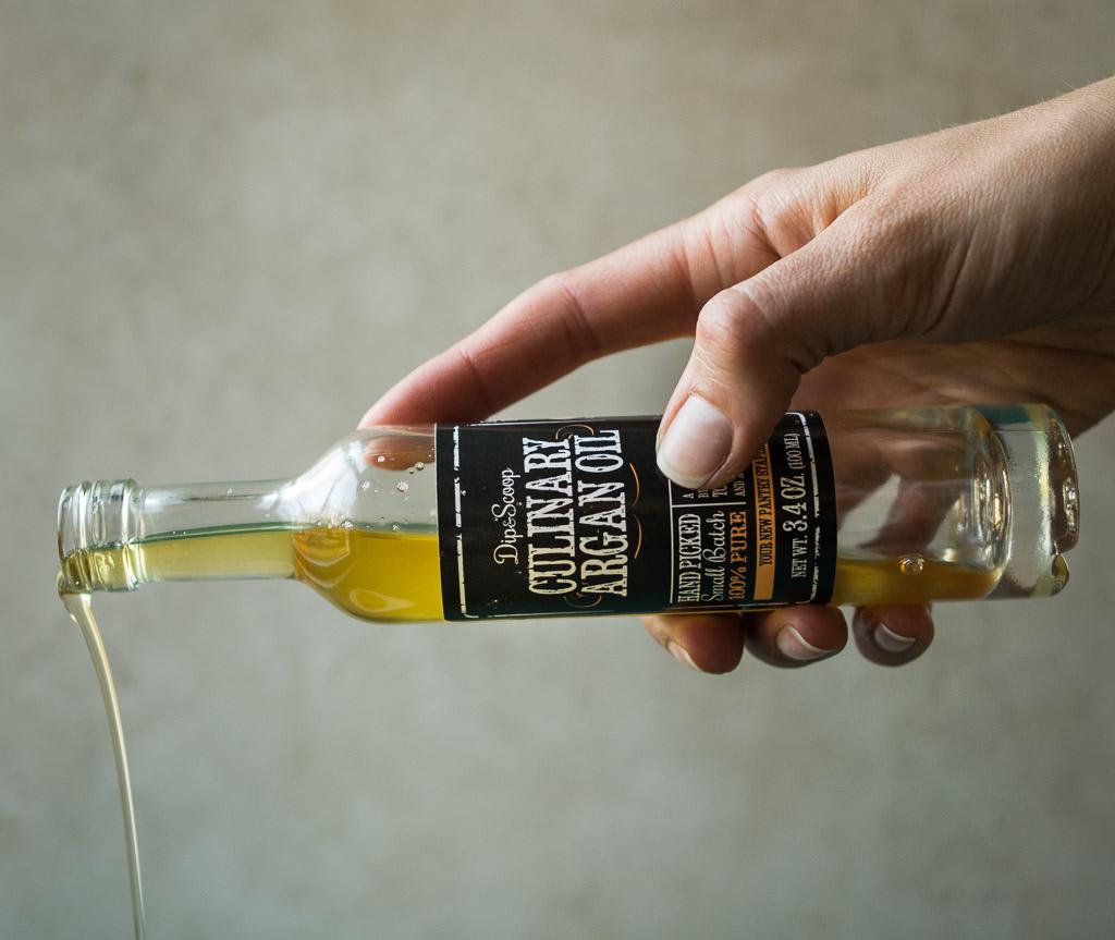 argan oil pour_