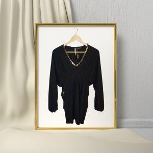 Blusa preta com decote em fio dourado - reCloset roupa em segunda mão
