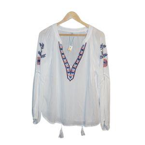 Blusa branca bordada com berloques - reCloset roupa em segunda mão