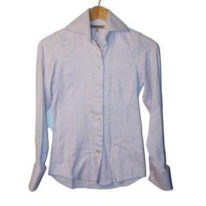 Camisa branca e lilás - reCloset roupa em segunda mão