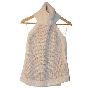 Top branco de malha de gola alta - reCloset roupa em segunda mão