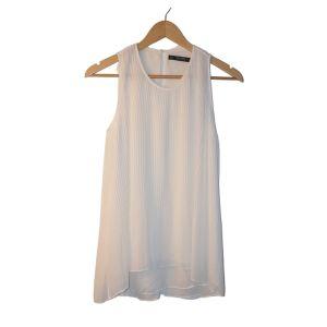Blusa branca plissada - reCloset roupa em segunda mão