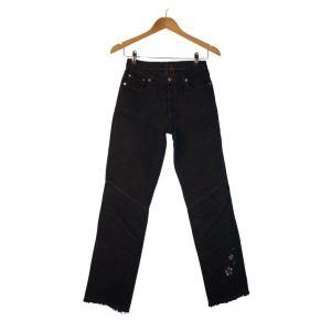 Calças pretas com detalhe de bordado - reCloset roupa em segunda mão