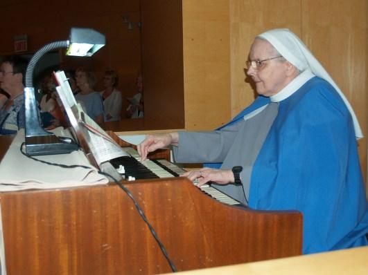 Sr Rose-Marie, organiste