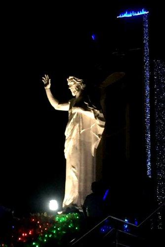 Der Cristo ragt stolze 37 Meter in die hügelige Höhenluft.