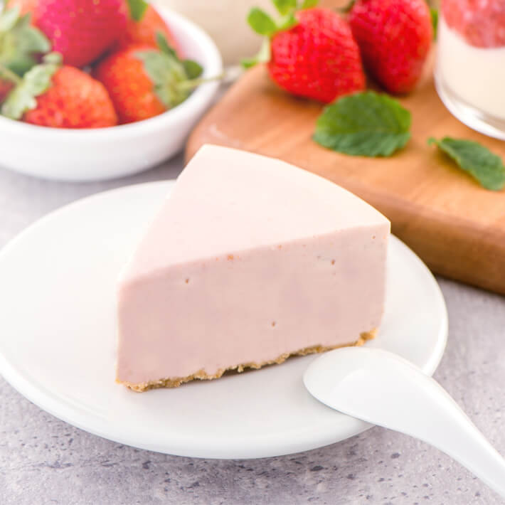 Low Carb Strawberry Mousse Pie 03