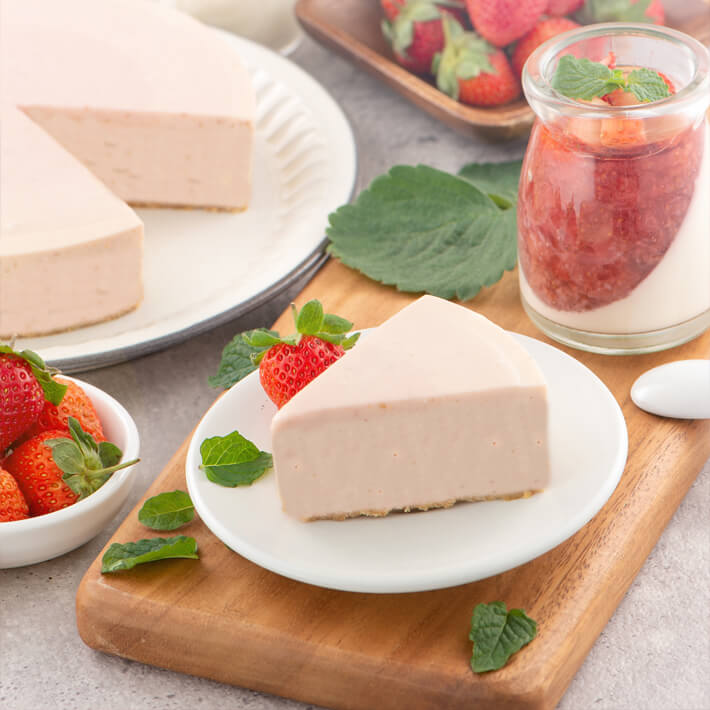 Low Carb Strawberry Mousse Pie